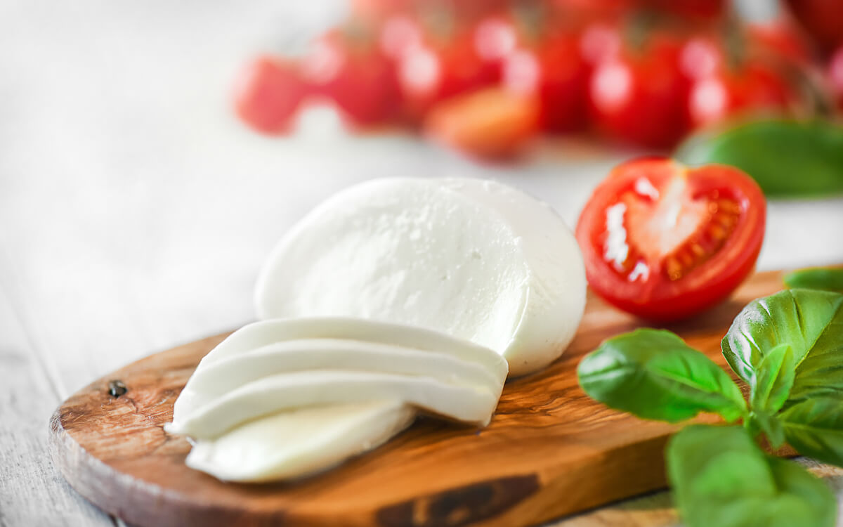 9 Excessive-Paunchy, Low-Carb Cheeses for Keto Dieters