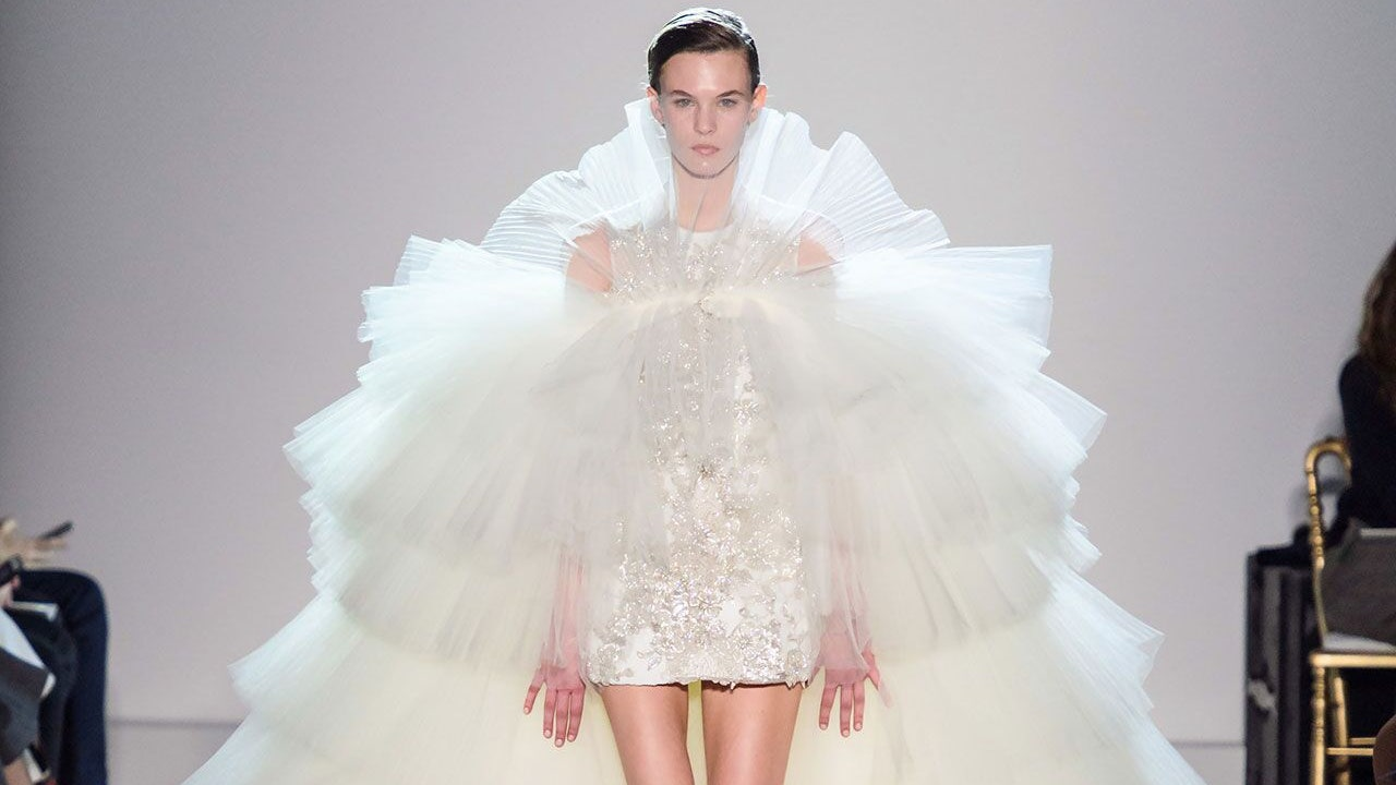 The Dreamiest Catwalk Wedding Dresses Of All Time