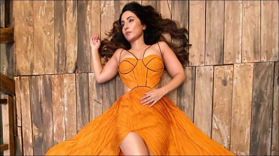 Autumn Fashion: Hina Khan looks like a ray of sunshine in a mustard yellow tube dress and this dainty picture is proof